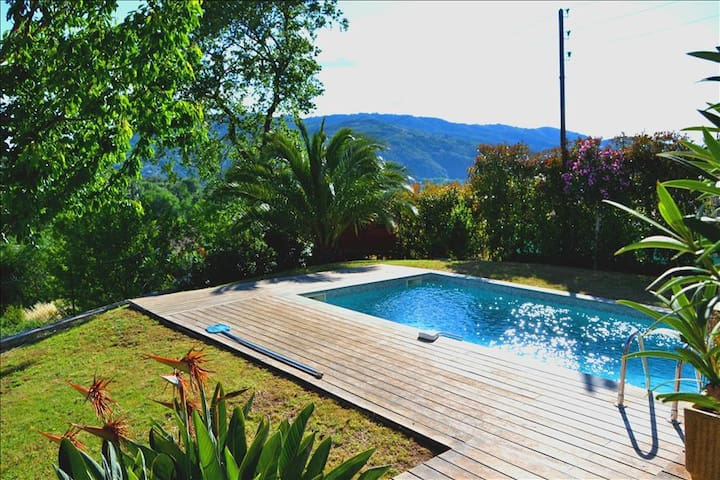 Modern villa with swimming pool, in total peace and quiet - La Roquette-sur-Siagne - House