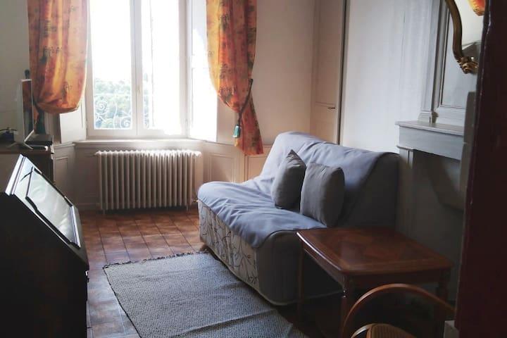 Maison ancienne originale vue paysagère St-Flour
