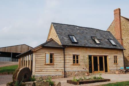 Super Stylish Barn, family friendly, Sleeps 6+Dog - Ledbury - Haus