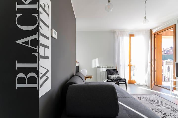 BLACK & WHITE flat in Naviglio/ porta Genova