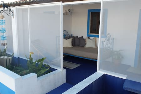 The blue house, Praia do carvalhal - Carvalhal  - Bed & Breakfast
