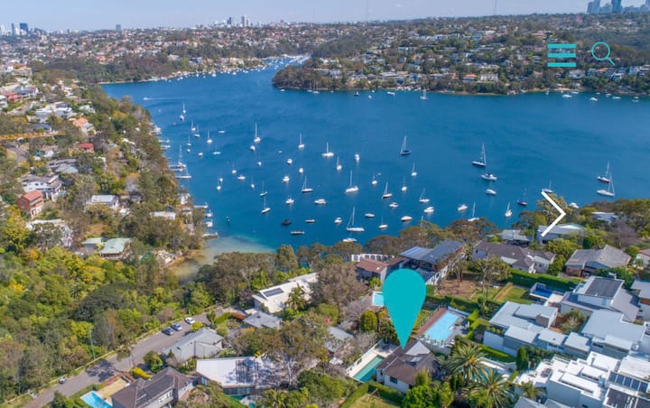 Luxury family retreat, heated pool, Sydney harbour