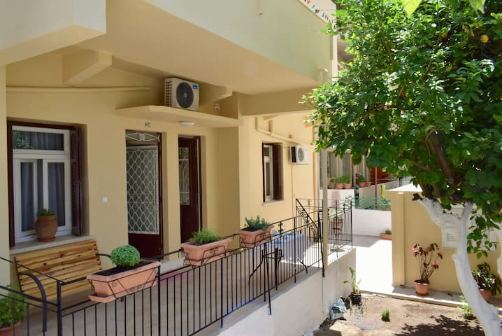Modern Renovated Apartment with Charming Garden