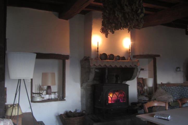 Vieille Ferme Romantique Cluny à 15 mins - Montagny-sur-Grosne - Earth House
