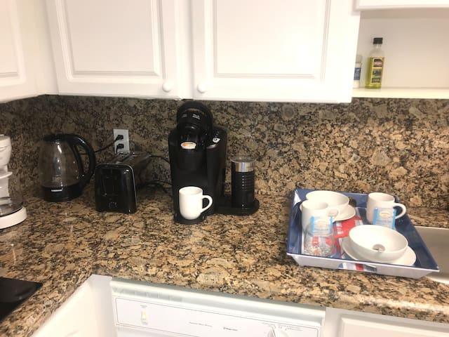 Tostadora, pava eléctrica,2 cafeteras