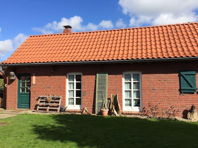 Wunderschönes Ferienhaus mit Sauna in Krummendeich - Krummendeich - Gästhus