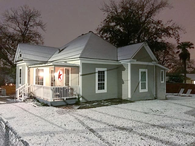 Recently Renovated House near DT & Pearl Area