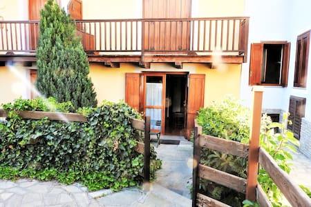 Trilocale,garage e vista a BorgoVecchio-The middle