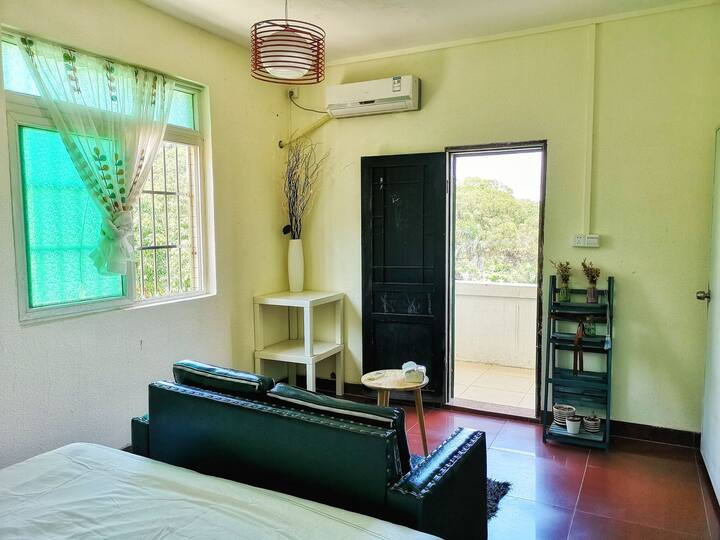 观风小驻6号房,舒适宽敞的海岛别墅,2百平米6室2厅公寓,出租其中一间主卧,周围都能看到山海景。