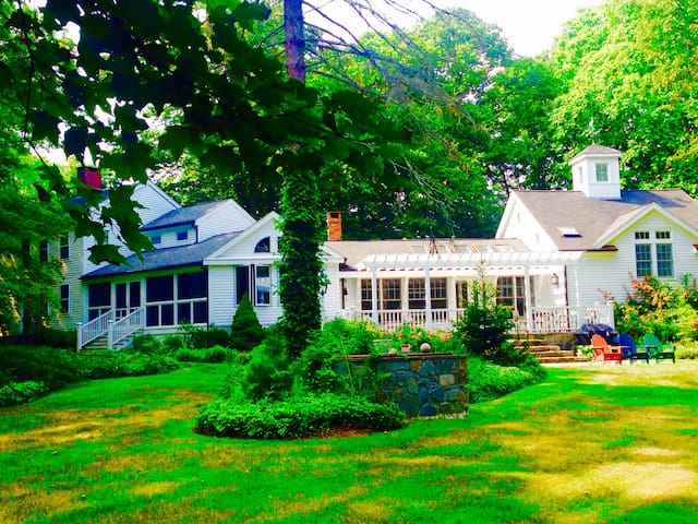 Country farmhouse on 6 park like acres, beach town - Madison