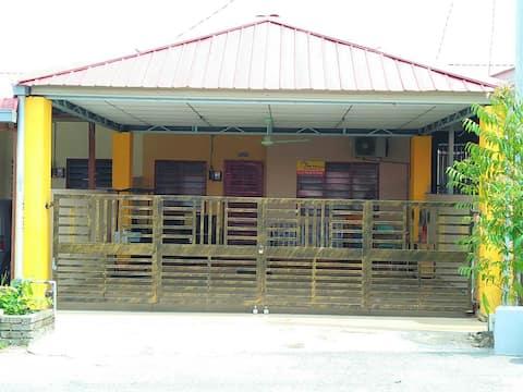 Che Ani Homestay Bandar Utama GUA MUSANG..