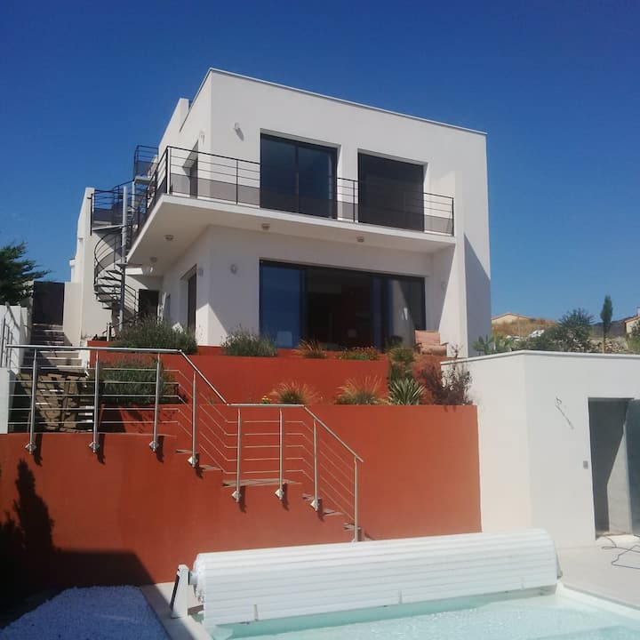 Villa contemporaine, piscine, splendides vues mer