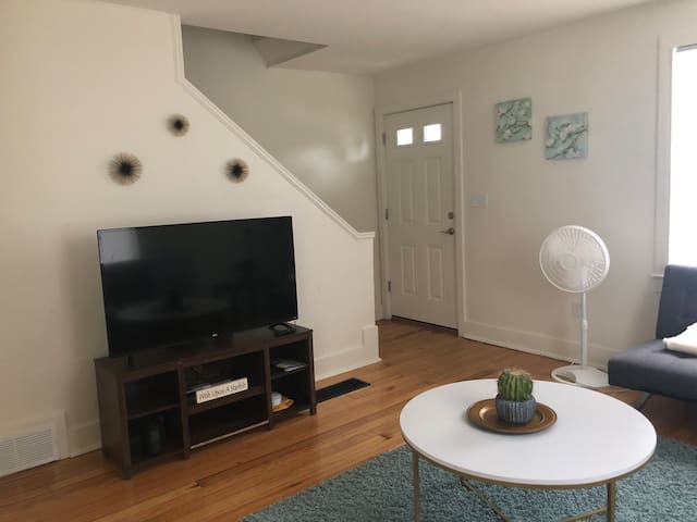 Entire apartment — 10 mins from Downtown Portland!