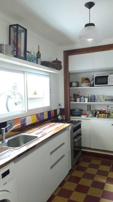 Cocina reciclada con mobiliario nuevo