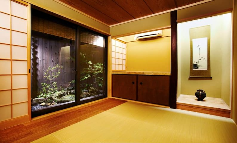 Machiya Lily,  Kyoto Tradition and Modern Luxury - Kyōto-shi - House