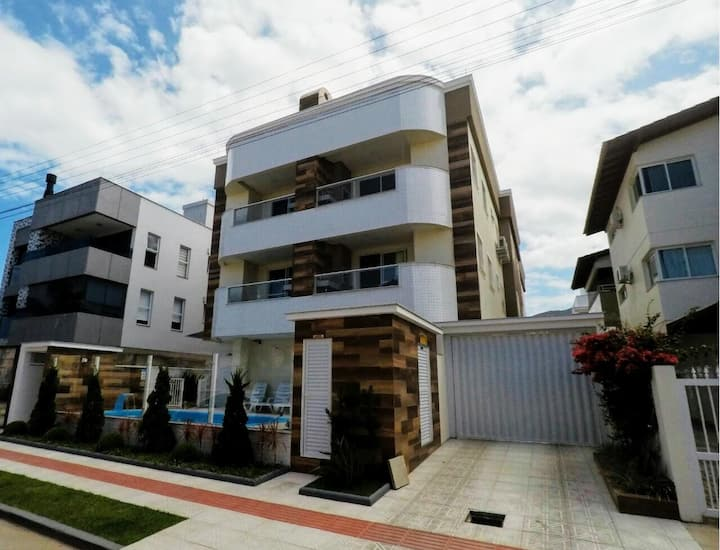 Apartamento 3 quartos, piscina, ar, próximo praia