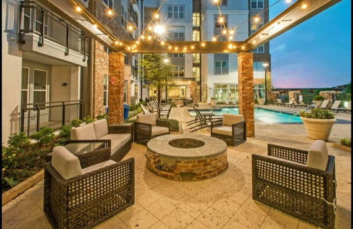 💎LUXURY AMENITIES*PRIME LOCATION*UAB*KING BED
