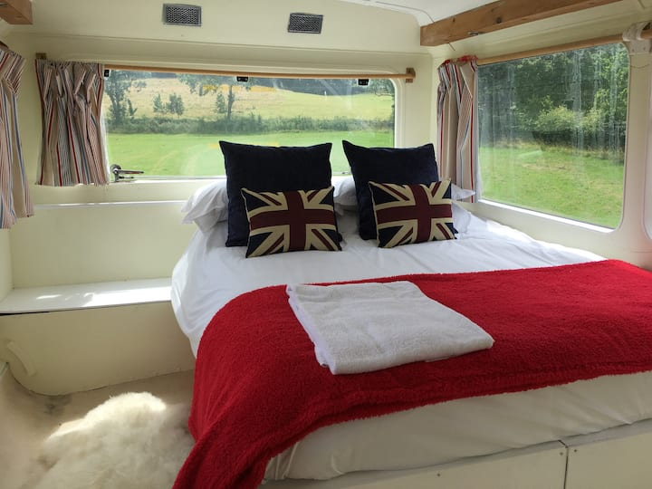 Beryl the bus with a view Glamping for 6 in Oxford