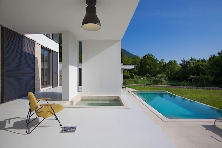 Infinity pool, outdoor jacuzzi vila - Kožljak - Casa