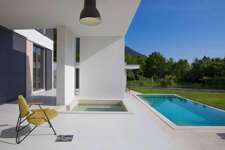 Infinity pool, outdoor jacuzzi vila - Kožljak