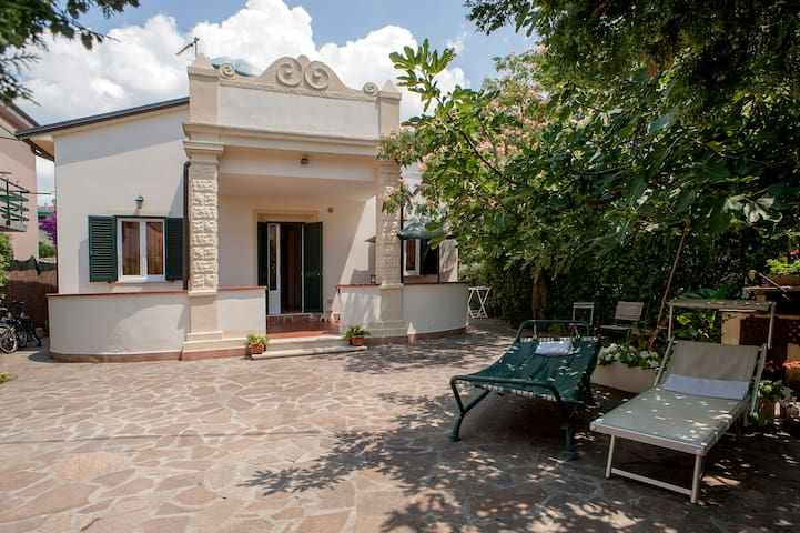 SEMIDETACHED HOUSE JUST 250M FROM THE BEACH