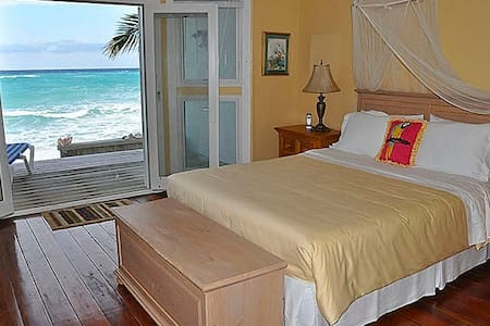 Aqua House Grand Turk - Beach Front Luxury, Unit 2 - Cockburn Town