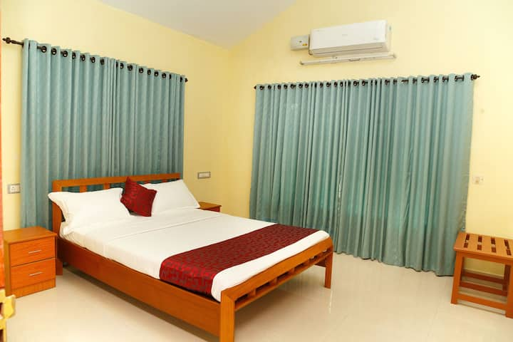 Relax in double bedroom @ Orchard Inn
