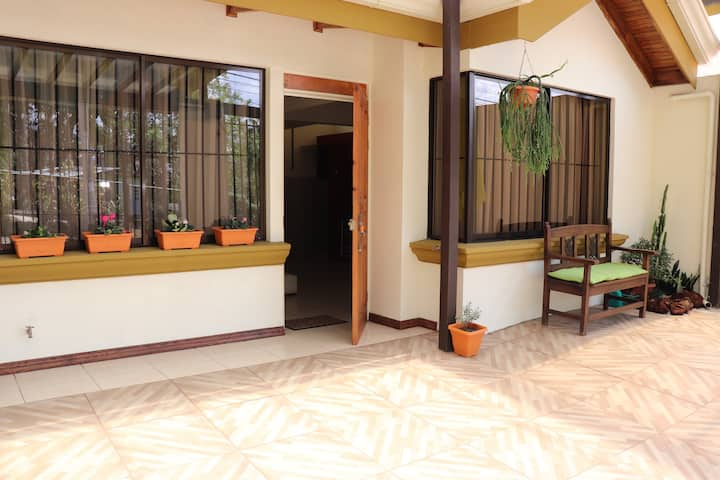 5min to airport-Beautiful apartment (Clean&Comfty)