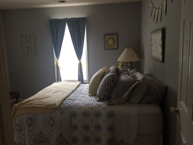Cozy and clean room near Nashville! - Gallatin - Casa