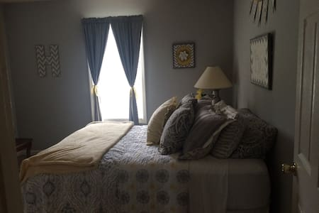 Cozy and clean room near Nashville! - Gallatin