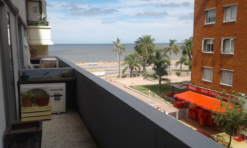2BR apartment 1 minute to the beach, Parque Rodó