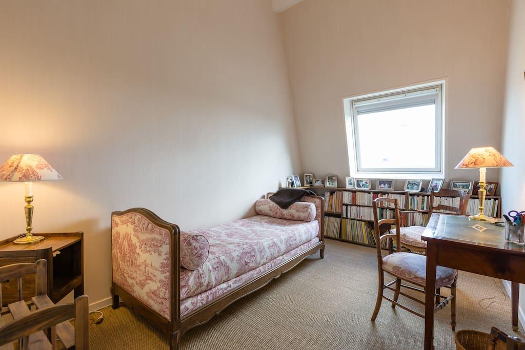 chambre jouy chambres d 39 h tes louer rennes bretagne france. Black Bedroom Furniture Sets. Home Design Ideas