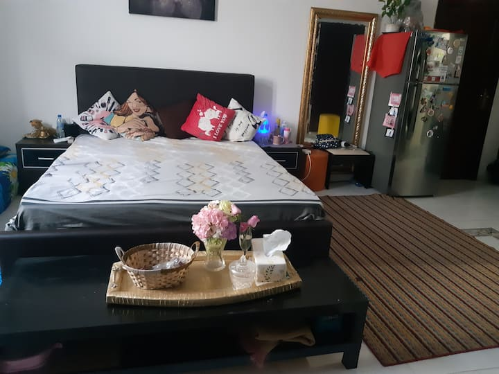 Sharing room for females suitable for 3 womens.
