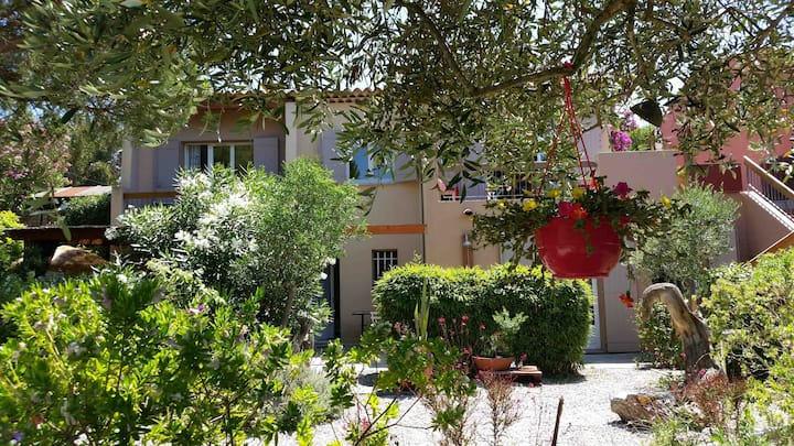 Cosy villa superb view, sea 50m walk  Giens-Hyères