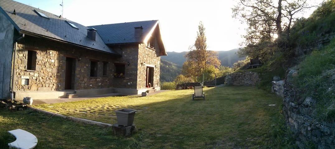Extraordinario jardín privado, muy cercano Ordesa