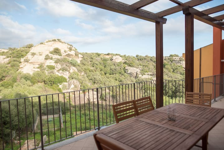 At the edge of a small town with balcony and view into the green - Casa Cristina