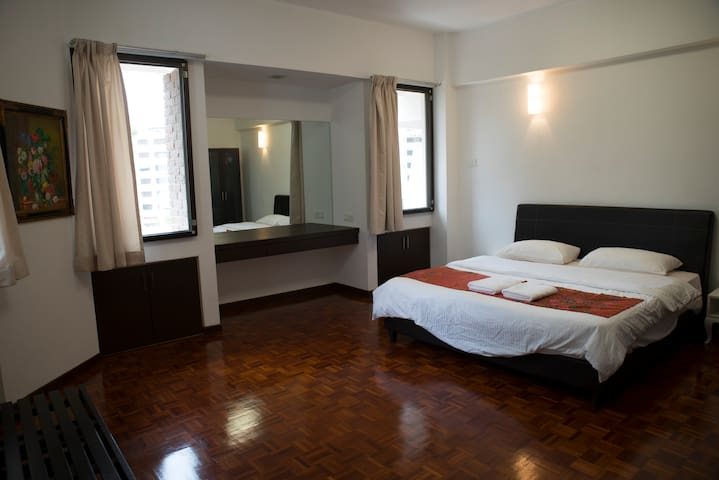 Spacious Masterbedroom, King sized bed + Attached Bathroom
