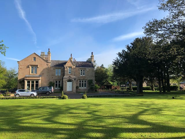 9 bedroom Victorian Mansion with majestic grounds