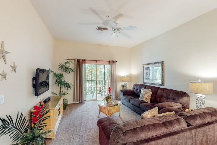2nd floor condo w/ basketball court, pools, near theme parks, tennis court