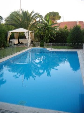 Villa with Pool 5 minute walking distance to beach - Çeşme - House