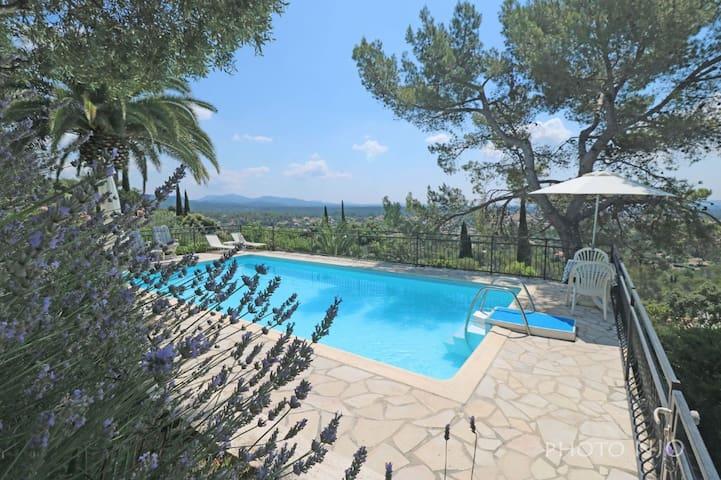 Villa provençale avec piscine et vue sur l'Estérel