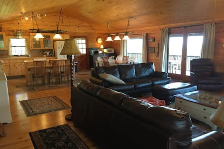 Lake Whitney Log Cabin - Morgan - Talo