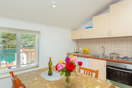 Apartman Neda 1, sea view and parking place!