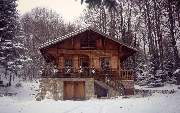 Chalet Clair Bois/Chambre atypique chez l'habitant - Saint-Alban-Leysse - Chalé