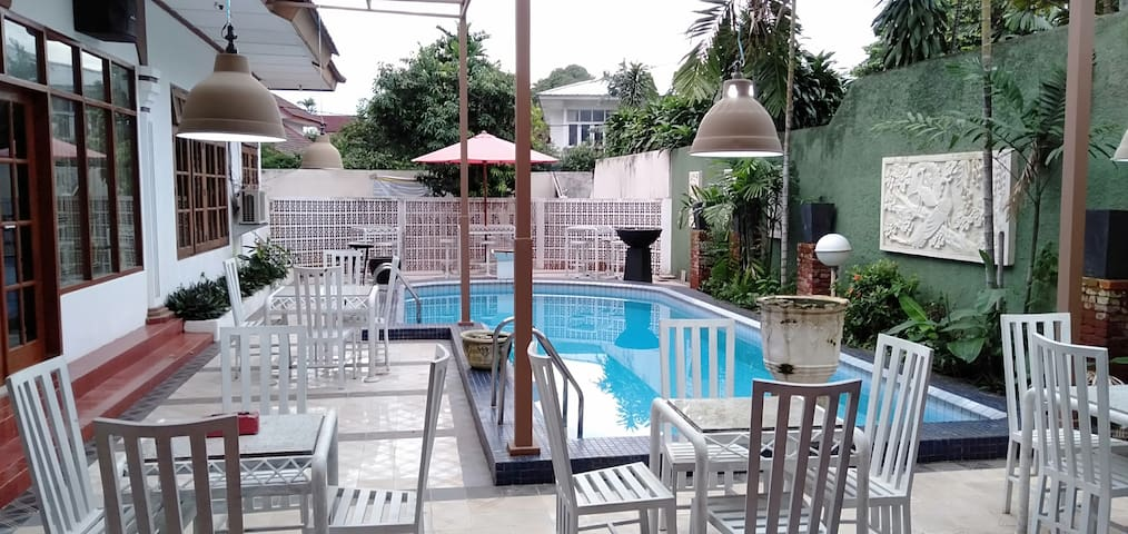 Tobana pejaten suites house