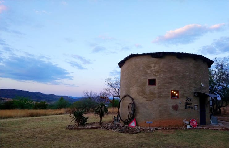 "The ""DAM"" House, Hartbeespoort"