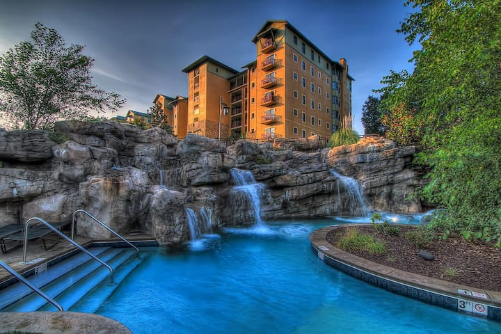 Riverstone Resort 2 bed/2 ba Condo! - Pigeon Forge