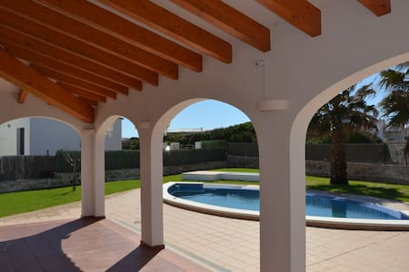 Bonito chalet para 6 personas con piscina privada - Sant Lluís - Шале
