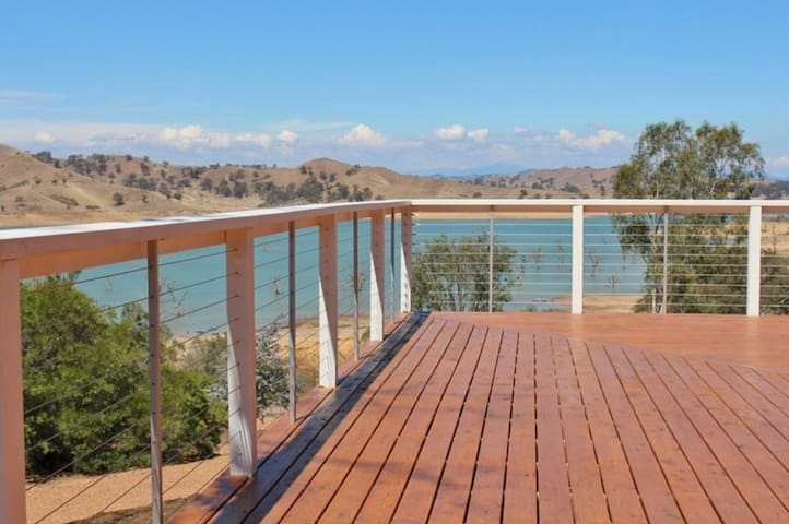 Sleeps 18 Guests, Homepoint Views on Eildon - Bonnie Doon - House