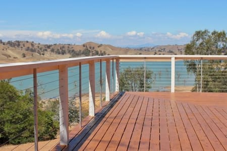 Sleeps 18 Guests, Homepoint Views on Eildon - Bonnie Doon